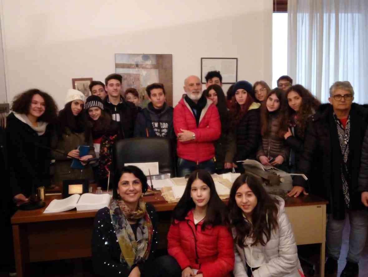 Immagine articolo: Salaparuta, questa mattina gli alunni della terza media in visita presso gli uffici dei giudici Falcone e Borsellino