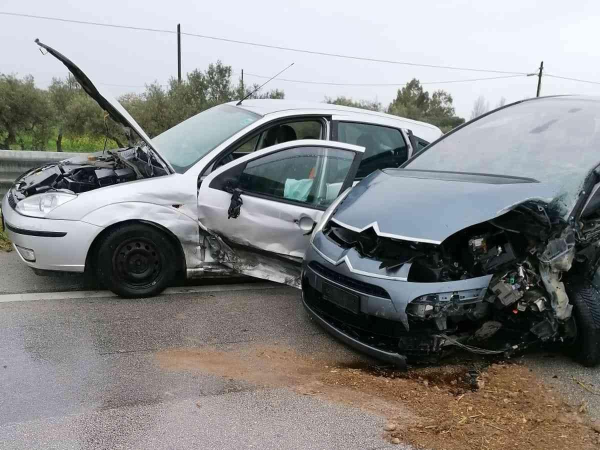 Immagine articolo: Grave scontro tra quattro auto sulla S.S. 115. Feriti due menfitani. Sul posto Vv del Fuoco e Polizia
