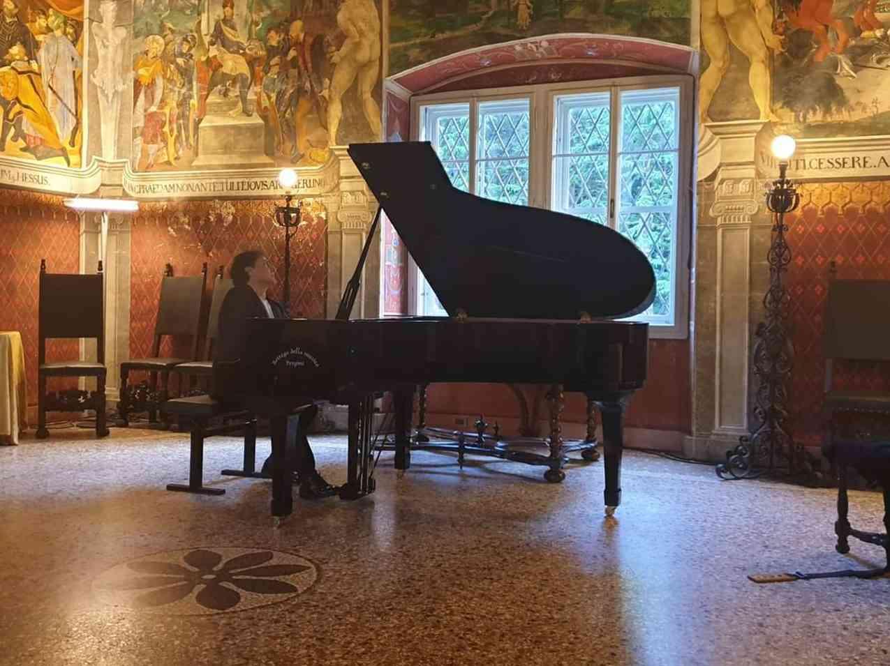 Immagine articolo: Menfi: domenica esibizione del celebre pianista Paolo Curatolo