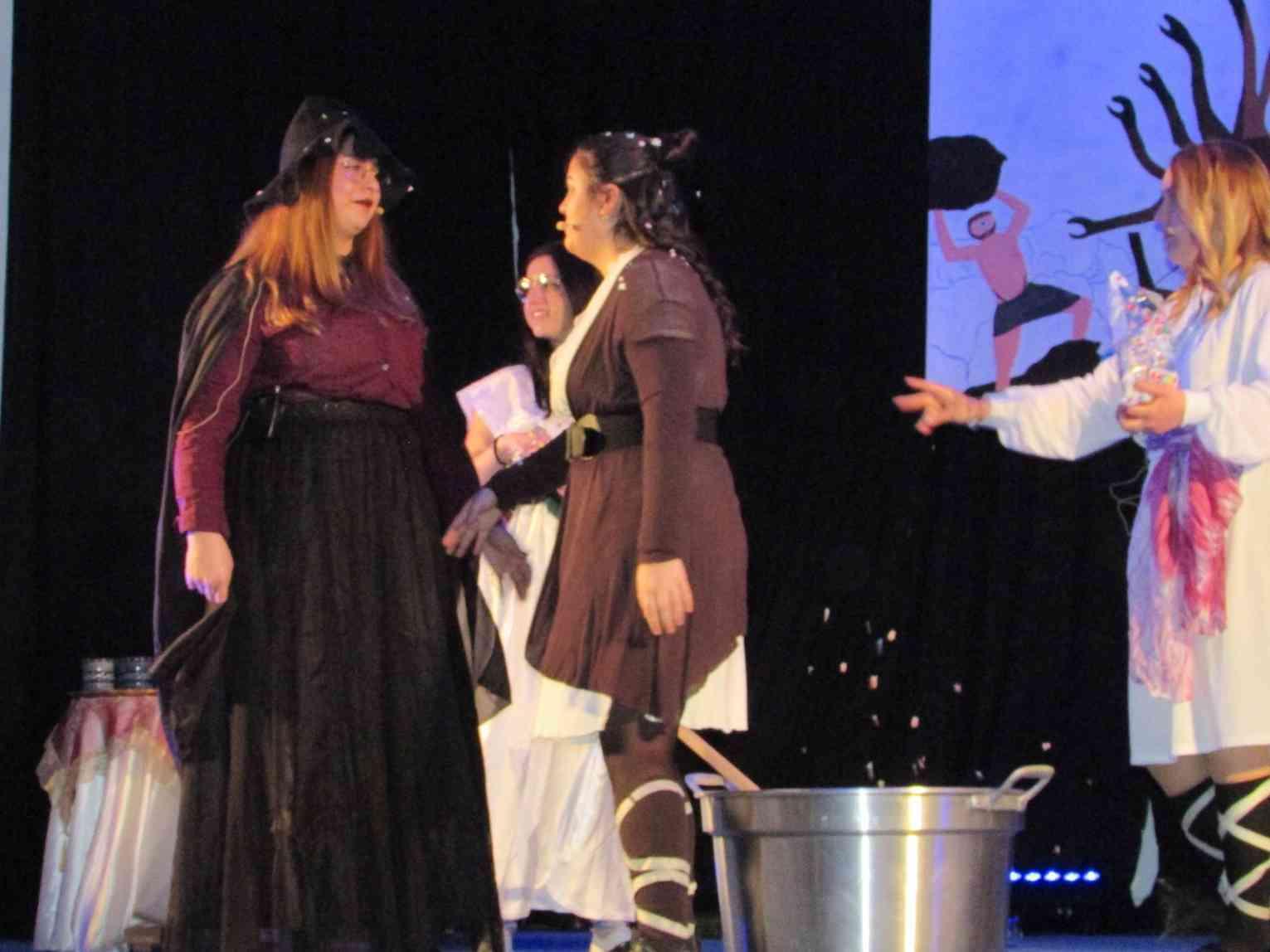 Immagine articolo: Strepitoso successo per gli studenti della IV A del Liceo Scientifico di Menfi con la parodia musicale dell'Odissea
