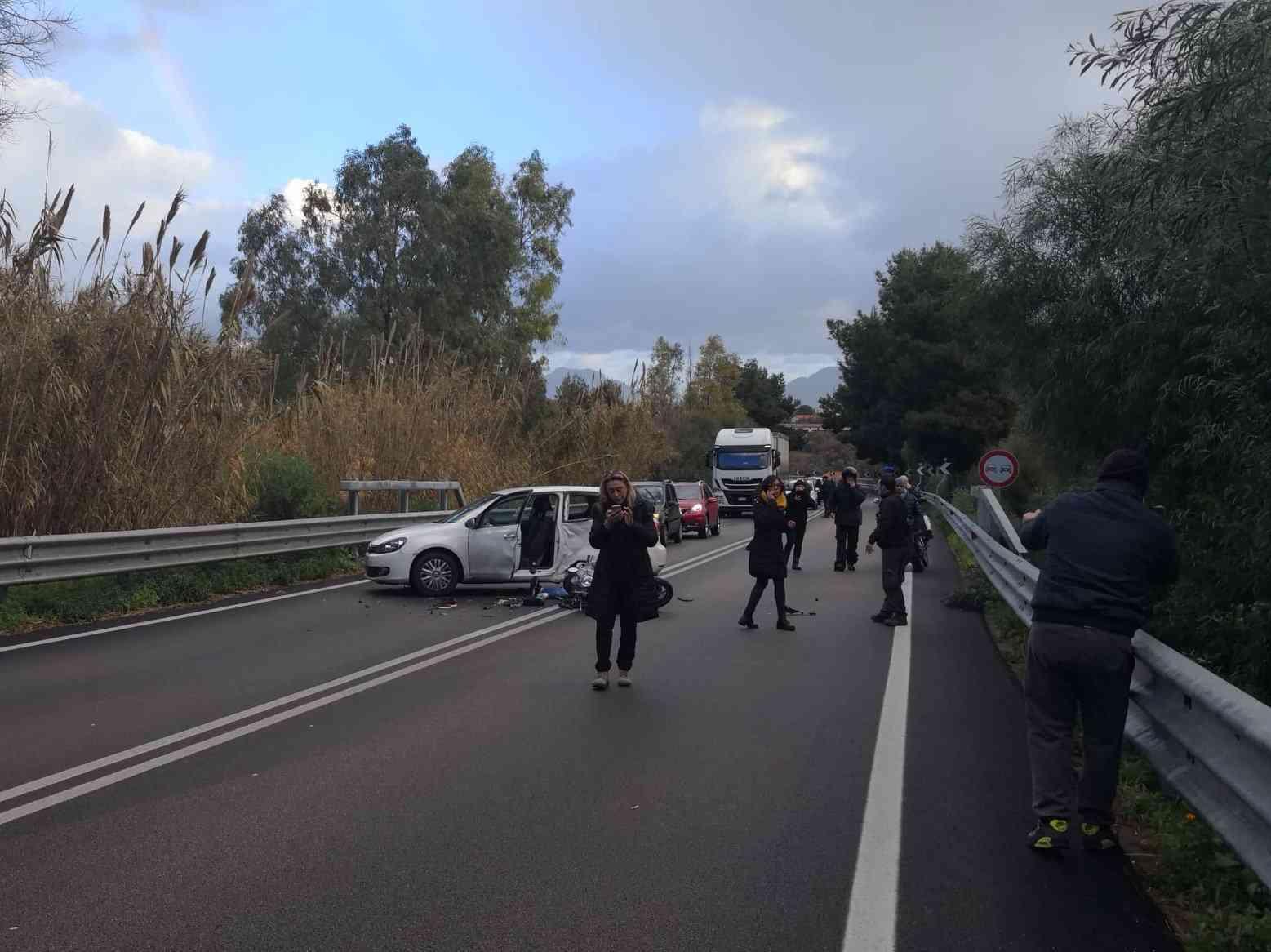 Immagine articolo: Scontro auto-moto: muore a 16 anni in un incidente sulla Palermo Sciacca
