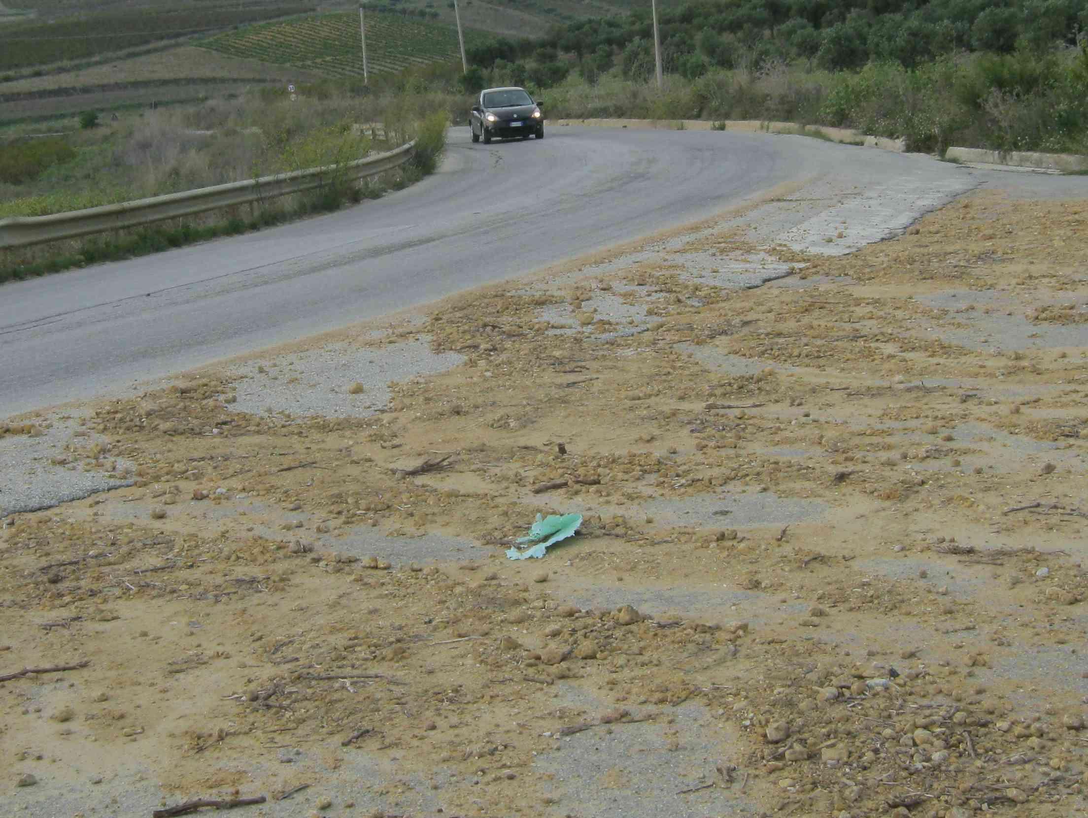 Immagine articolo: Sempre più dissestata la strada 70 tra Sambuca e S. Margherita. Disagi quotidiani per gli automobilisti