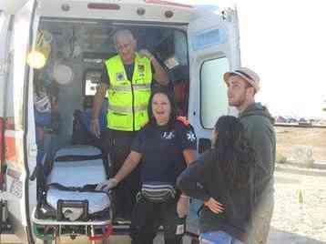Immagine articolo: Postazione del 118 al molo Levante presso il Circolo Nautico di Porto Palo. Questa notte 25 interventi di emergenza tra ragazzi feriti ed intossicati