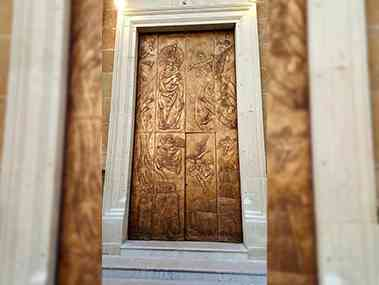 Immagine articolo: Sambuca, inaugurato il nuovo portone di bronzo del Santuario del Carmine