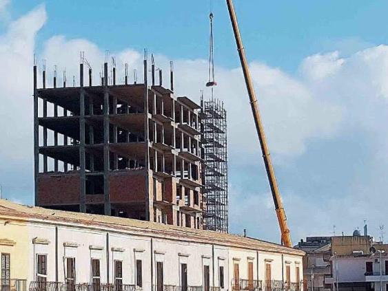 """Immagine articolo: Santa Margherita, dopo mezzo secolo l'abbattimento di Palazzo Lombardo: """"Una distonia per il centro storico e culturale"""""""