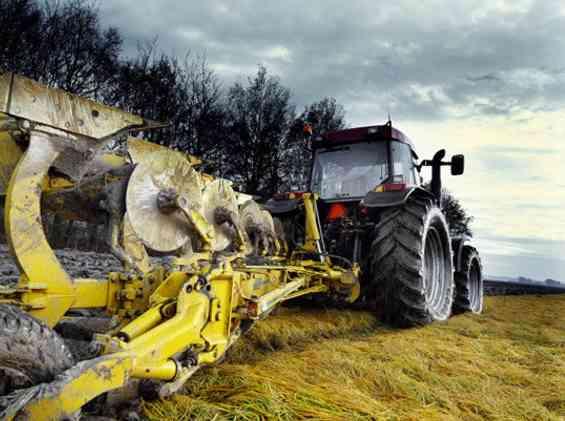 Immagine articolo: Schiacciato da un trattore nell'Agrigentino: muore un contadino di 63 anni