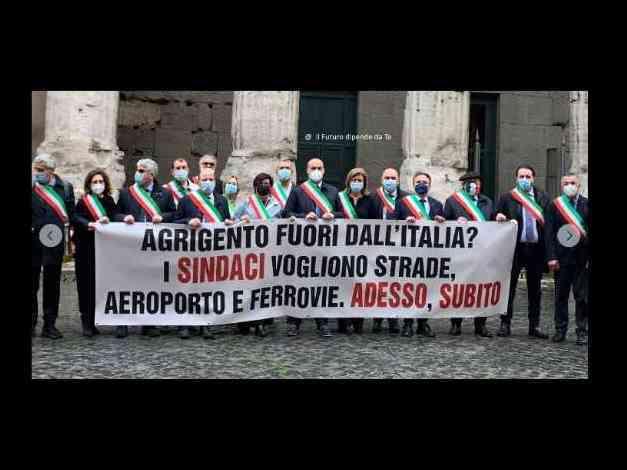 """Immagine articolo: Recovery Plan, la  protesta dei sindaci agrigentini a Roma . """"Agrigento fuori dall'Italia? I Sindaci vogliono strade, aeroporto e ferrovie. Adesso , subito"""""""
