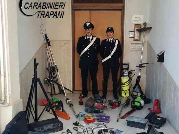 Immagine articolo: Menfi, ladri rubano in una casa. Arrestati dai Carabinieri a Castellammare del Golfo