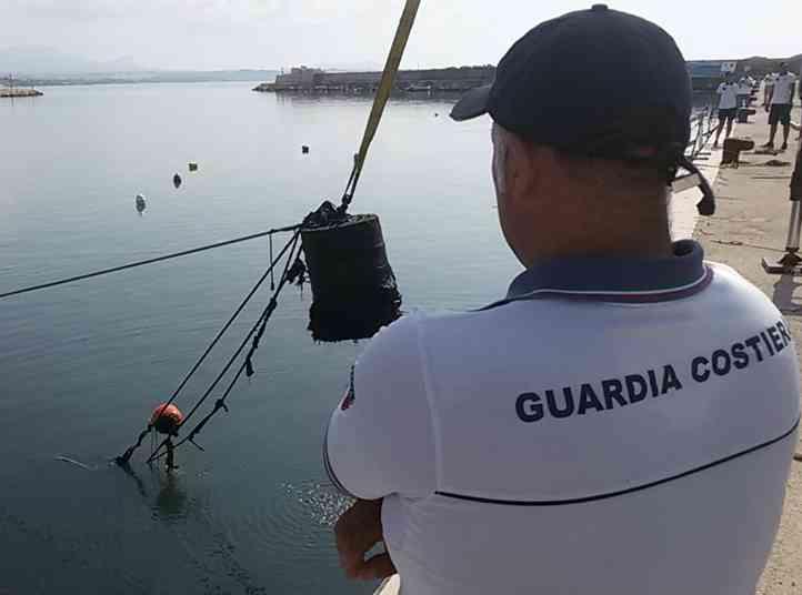 Immagine articolo: Porto Palo di Menfi, liberati 1800 mq di specchio acqueo e rimosse più di 18 tonnellate di rifiuti a seguito della bonifica del porto