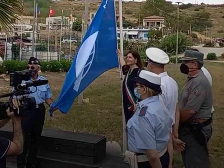Immagine articolo: Menfi, issata ufficialmente la 25esima bandiera blu