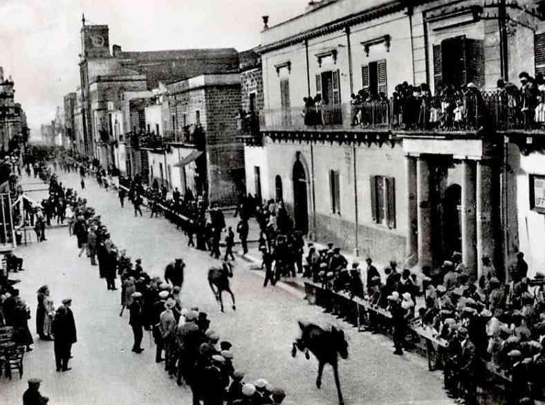 Immagine articolo: La storia del Palio Millusiano, le corse di San Giuseppe a Menfi