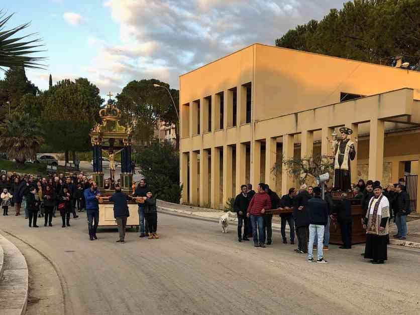 """Immagine articolo: Valle del Belice, in diversi comuni si ricorre all'aiuto dei """"Santi"""" per invocare l'arrivo della pioggia. Processione a Poggioreale"""