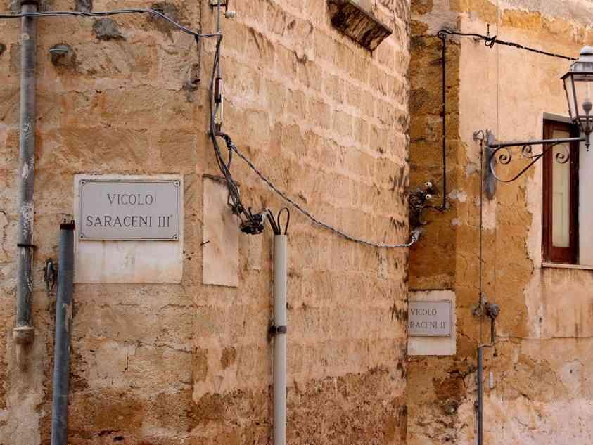 """Immagine articolo: L'Istituzione Gianbecchina e il Comune di Sambuca rendono noto il bando pubblico """"Di porta in porta"""" Coloriamo il quartiere Saraceno"""
