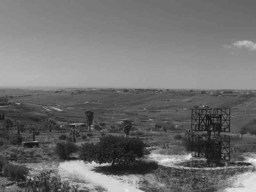Immagine articolo: Nel ricordo dei 22 cittadini uccisi a Menfi dal bombardamento aereo americano. Era il 21 maggio del 1943. Il ricordo ed il compianto per le vittime innocenti