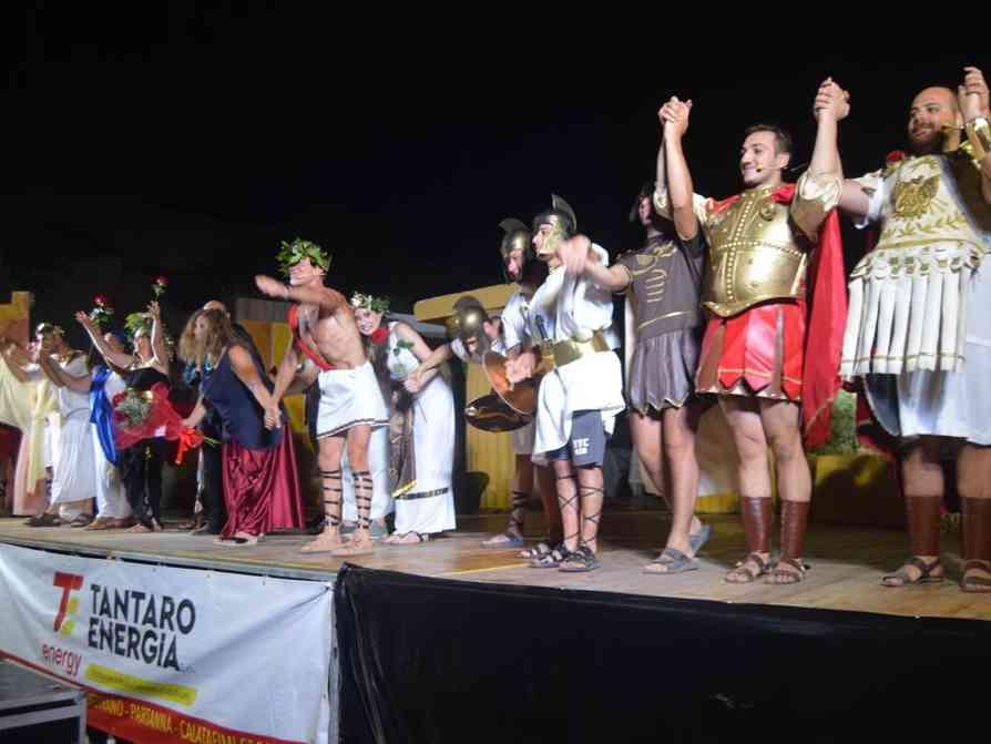 """Immagine articolo: Risate, musica e spettacolo domani a Salaparuta con """"La vera storia della guerra di Troia"""". Ingresso libero"""