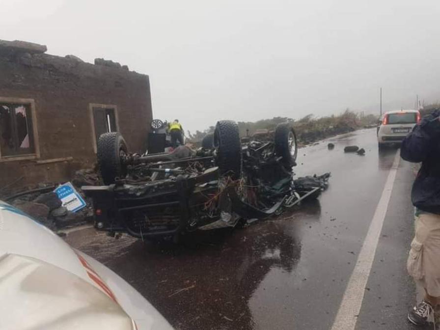 Immagine articolo: Tromba d'aria a Pantelleria: due morti e nove feriti