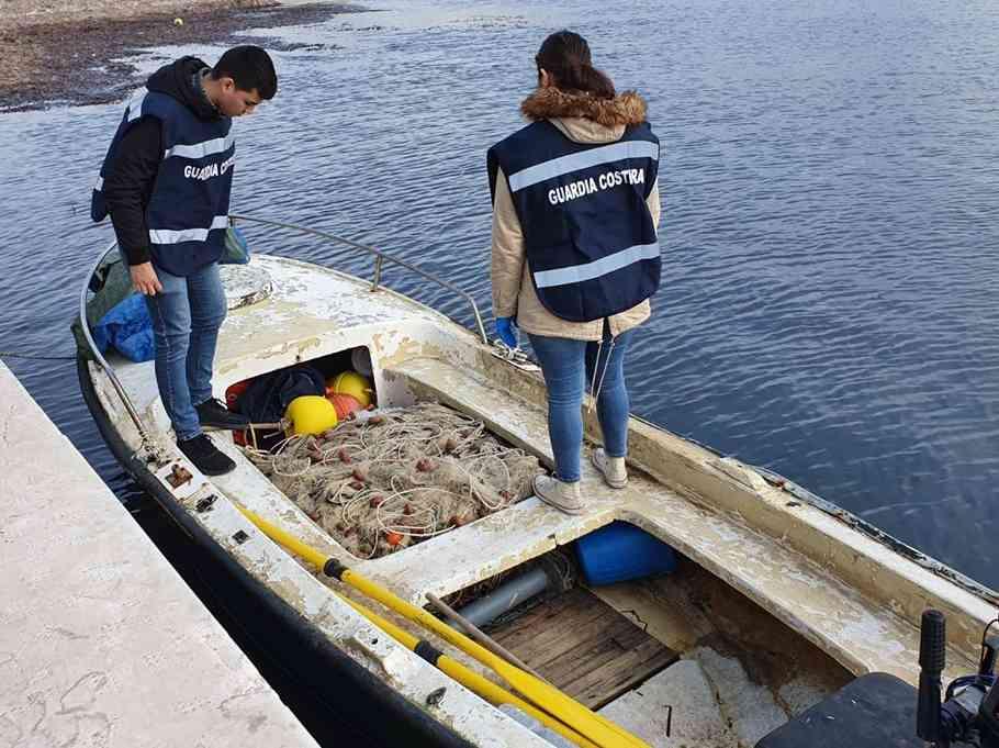 Immagine articolo: Porto Palo di Menfi, sequestrati 11.000 metri di rete da posta abusivamente detenuta e non solo