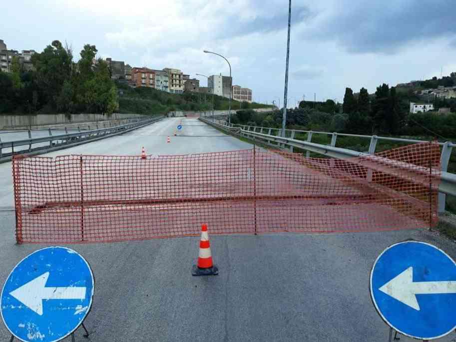 Immagine articolo: Dopo 15 anni al via manutenzione dei giunti del ponte che collega centro storico di Calatafimi Segesta a quello di Sasi