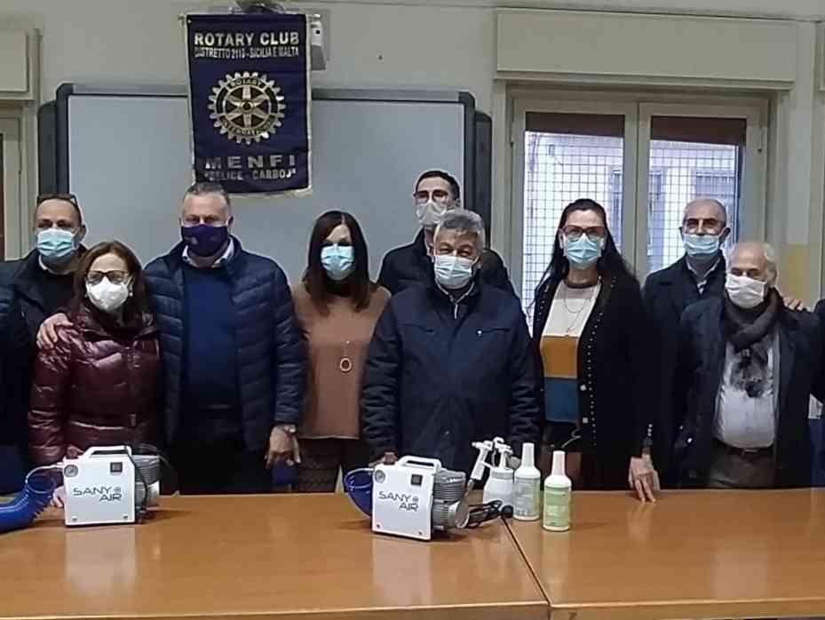 Immagine articolo: Menfi: il Rotary Club consegna due sanificatori all'Istituto Santi Bivona