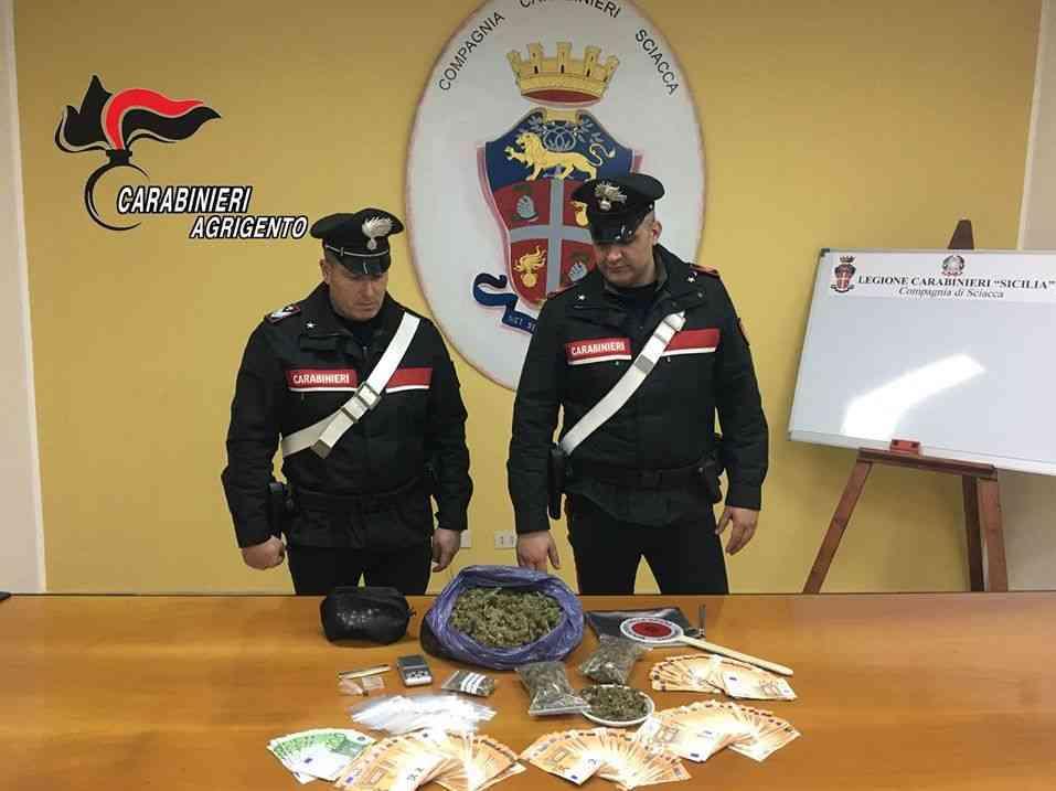 Immagine articolo: Sciacca. Arrestati due pusher e sequestrati 1 kg di marijuana e 20.000 euro