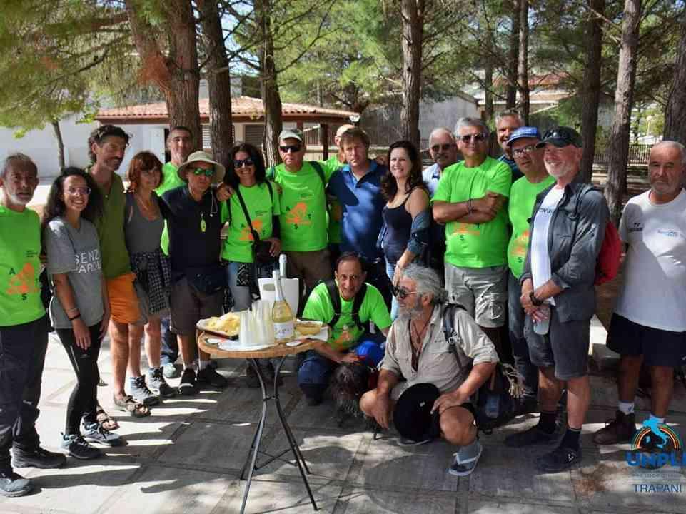 Immagine articolo: Tappa a Vita per il gruppo di camminatori della Trasversale Sicula
