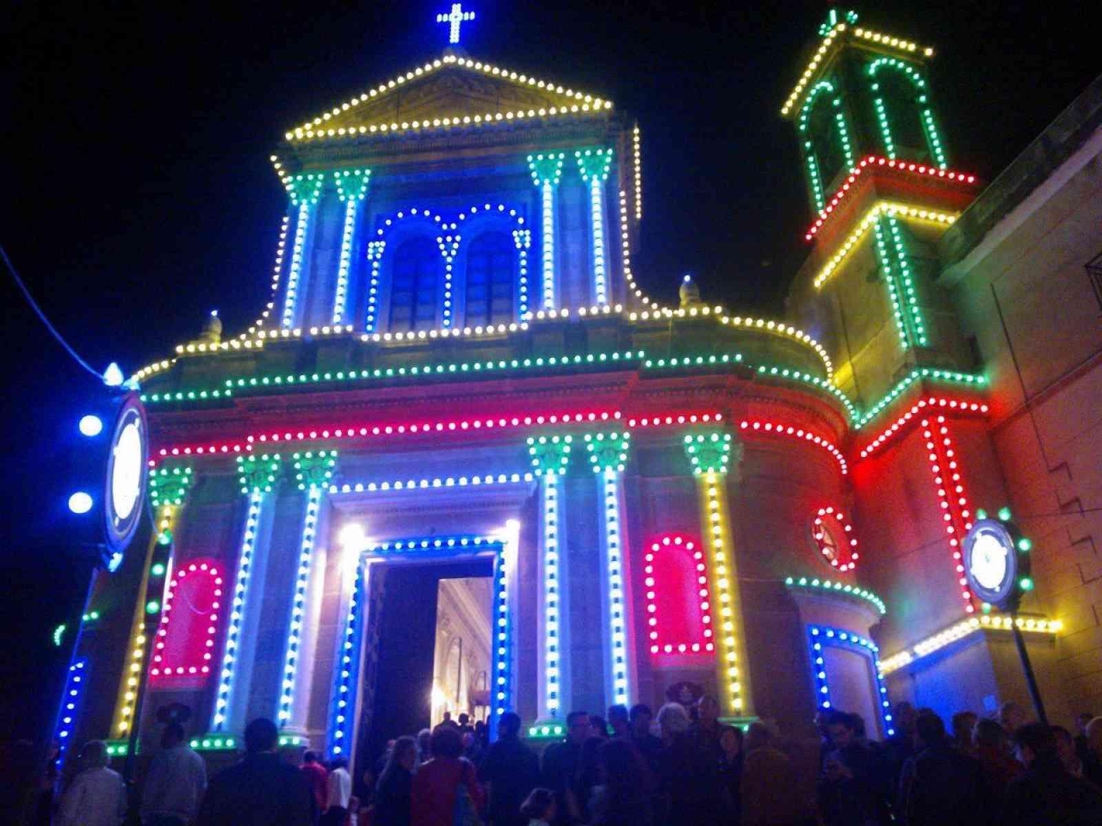 Sambuca. Luminarie mozzafiato per i festeggiamenti in onore di Maria Santissima dell'Udienza