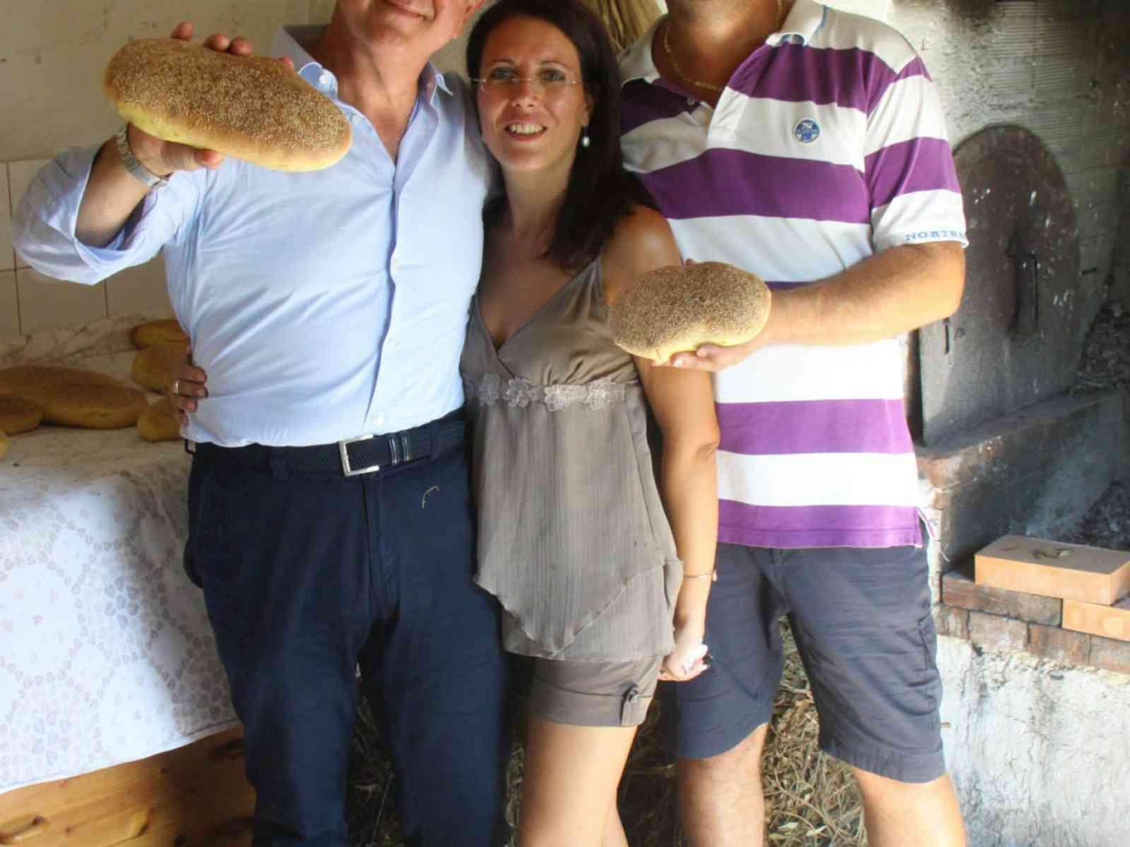"""Menfi. Il presidente di Coldiretti Sicilia elogia il pane di Mulè: """"Unico al mondo"""""""