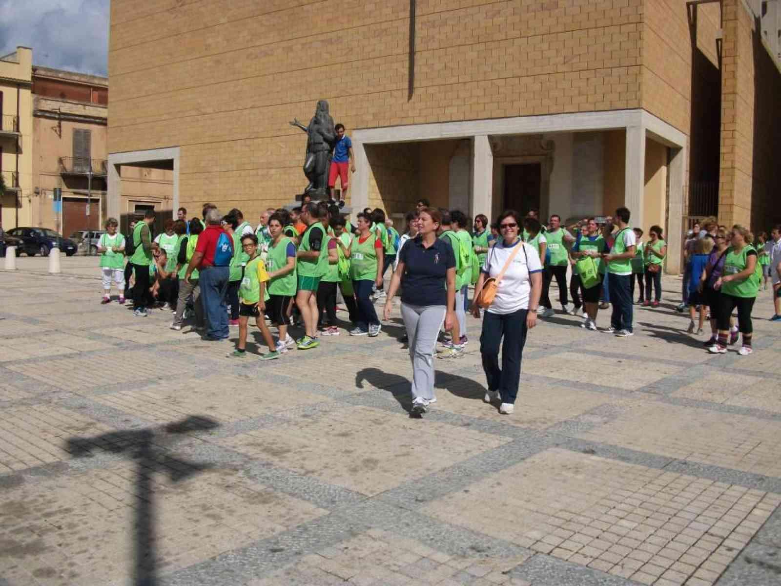 """Grande partecipazione per la """"Giornata Nazionale del Camminare"""". 5km a piedi insieme"""