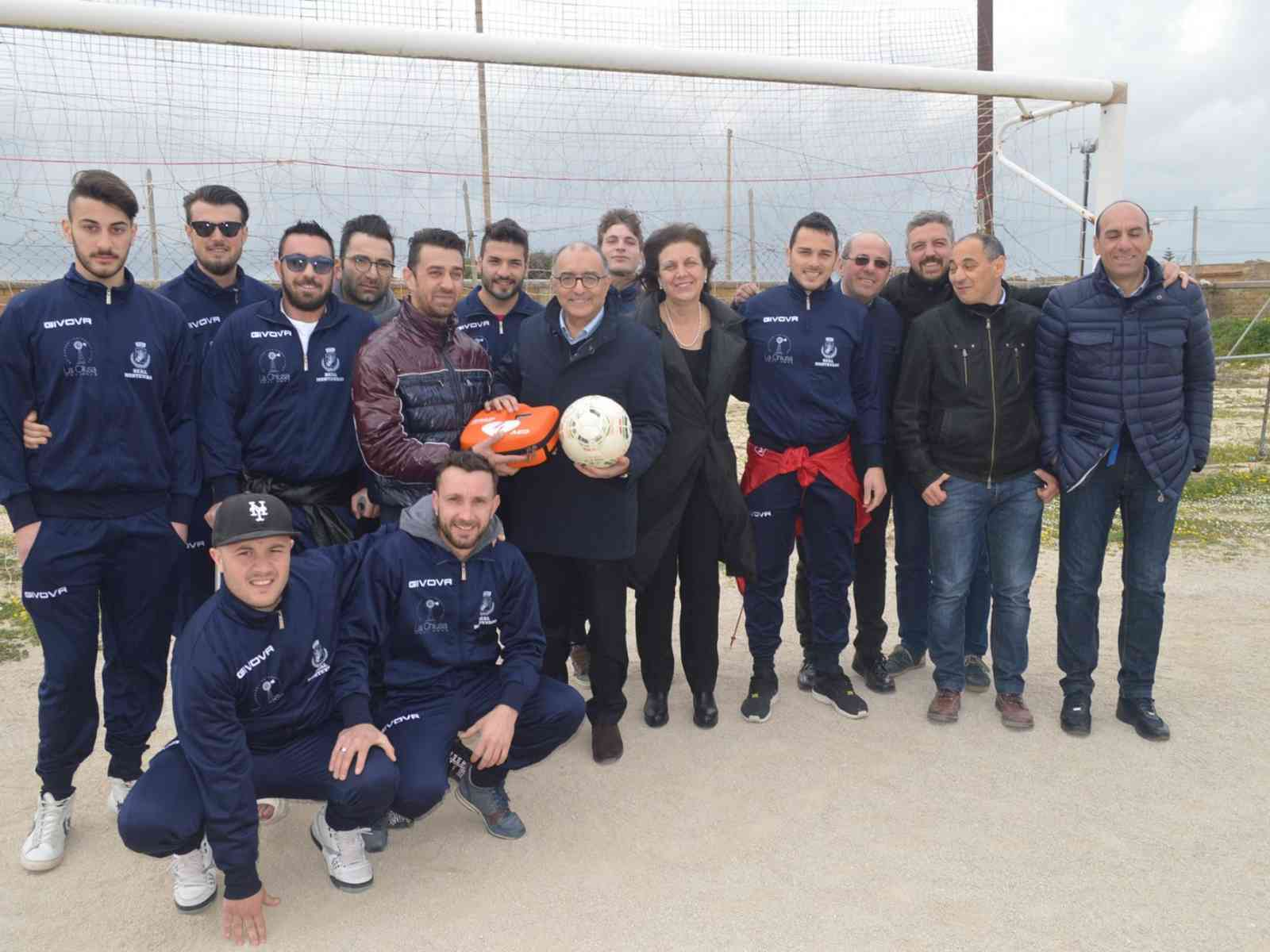 """""""A Cuore Aperto"""" dona un defibrillatore all'associazione sportiva dilettantistica Real Montevago"""