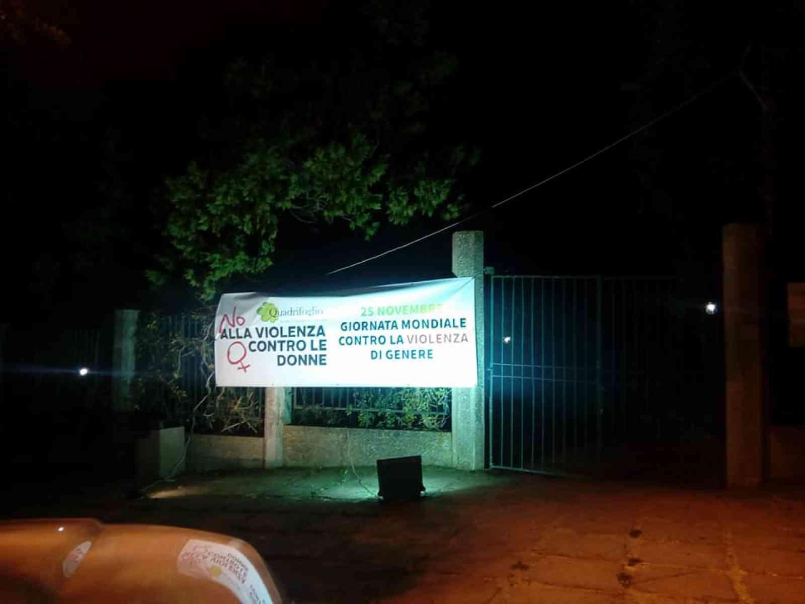 Santa Margherita. Uno striscione contro la violenza sulle donne