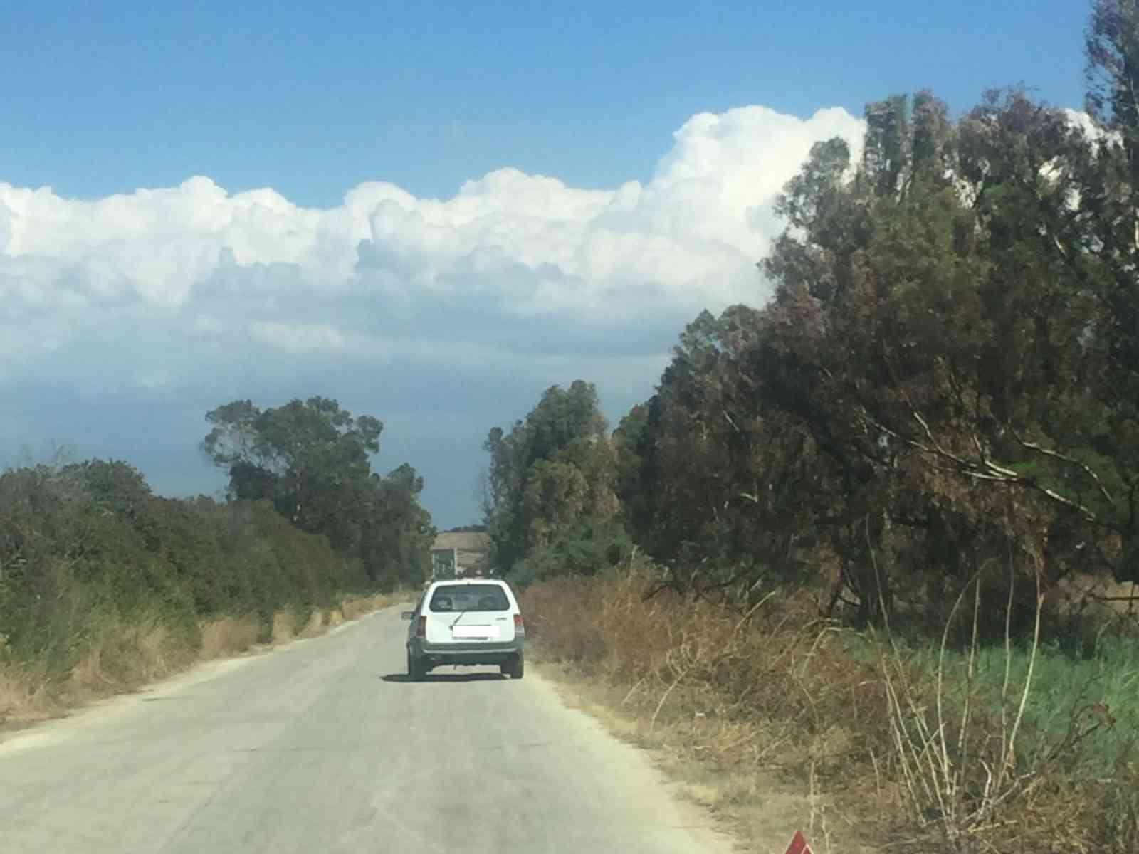 """Menfi. Il mistero dell'auto """"parcheggiata"""" sulla strada da Porto Palo a Fiori"""