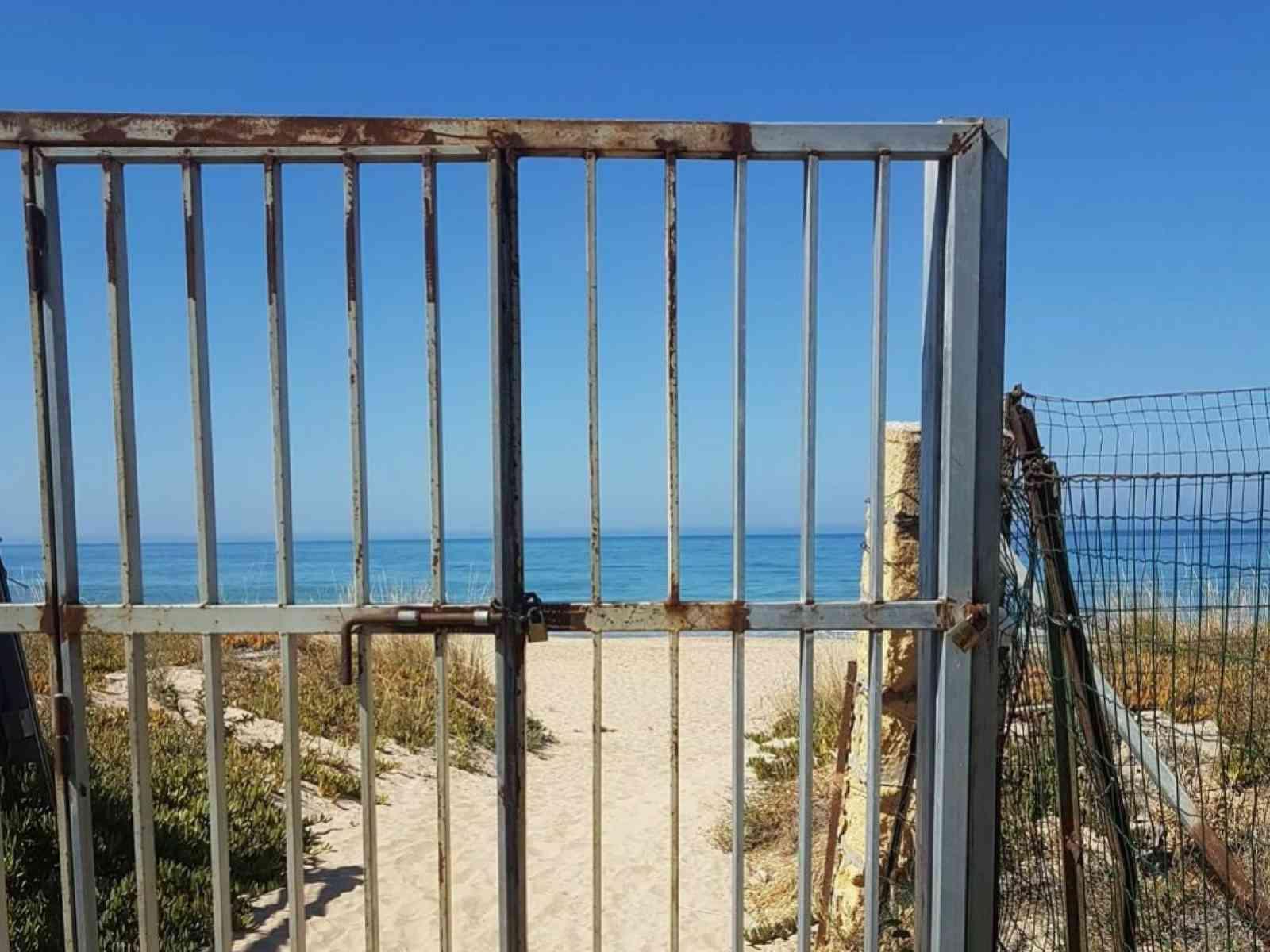 Menfi. Provvedimenti per gli accessi liberi al mare e concessioni cimiteriali a tempo determinato