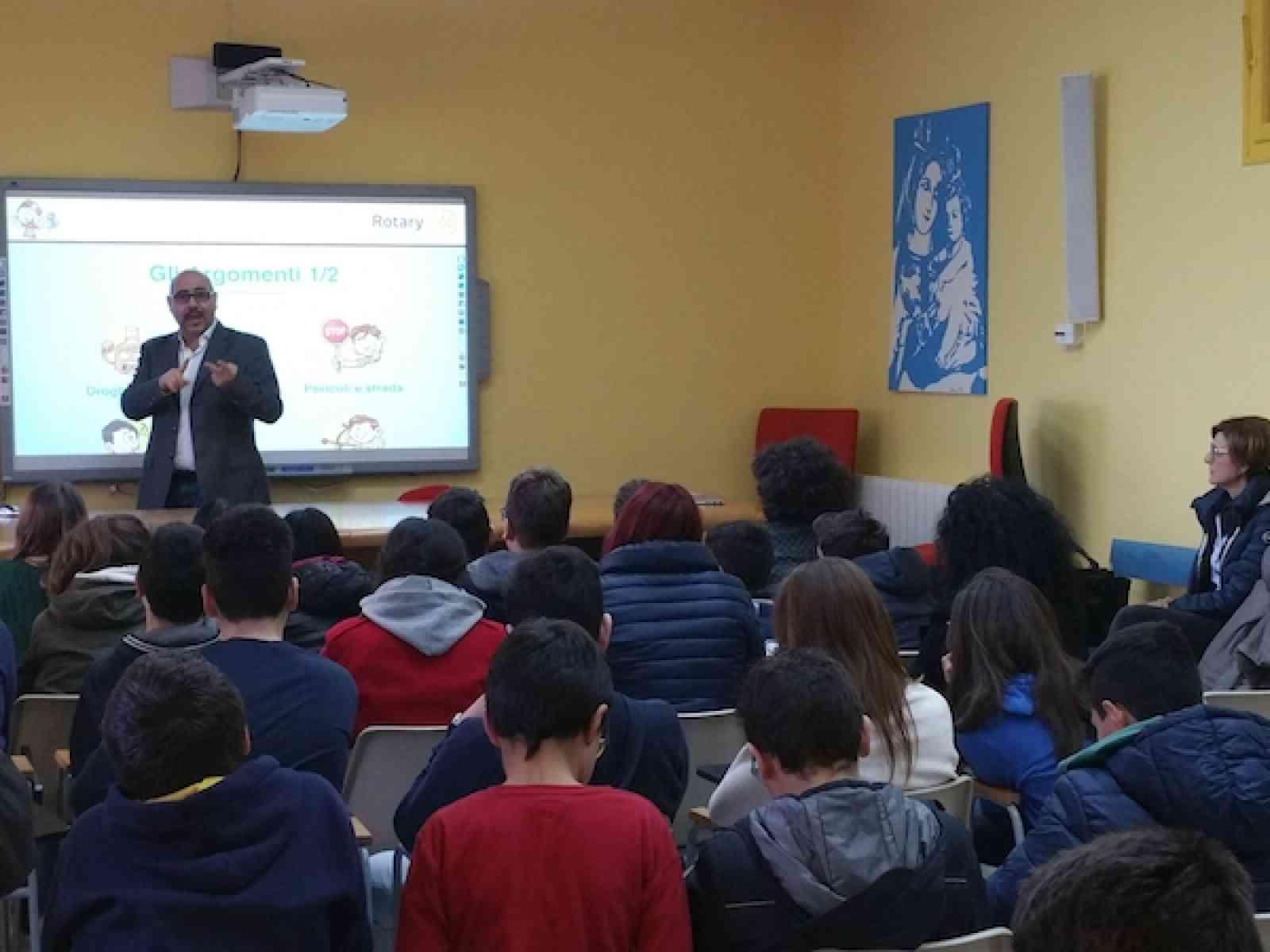 """Montevago e Sambuca. Incontri con gli studenti per promuovere l'educazione """"sanitaria e civica"""""""