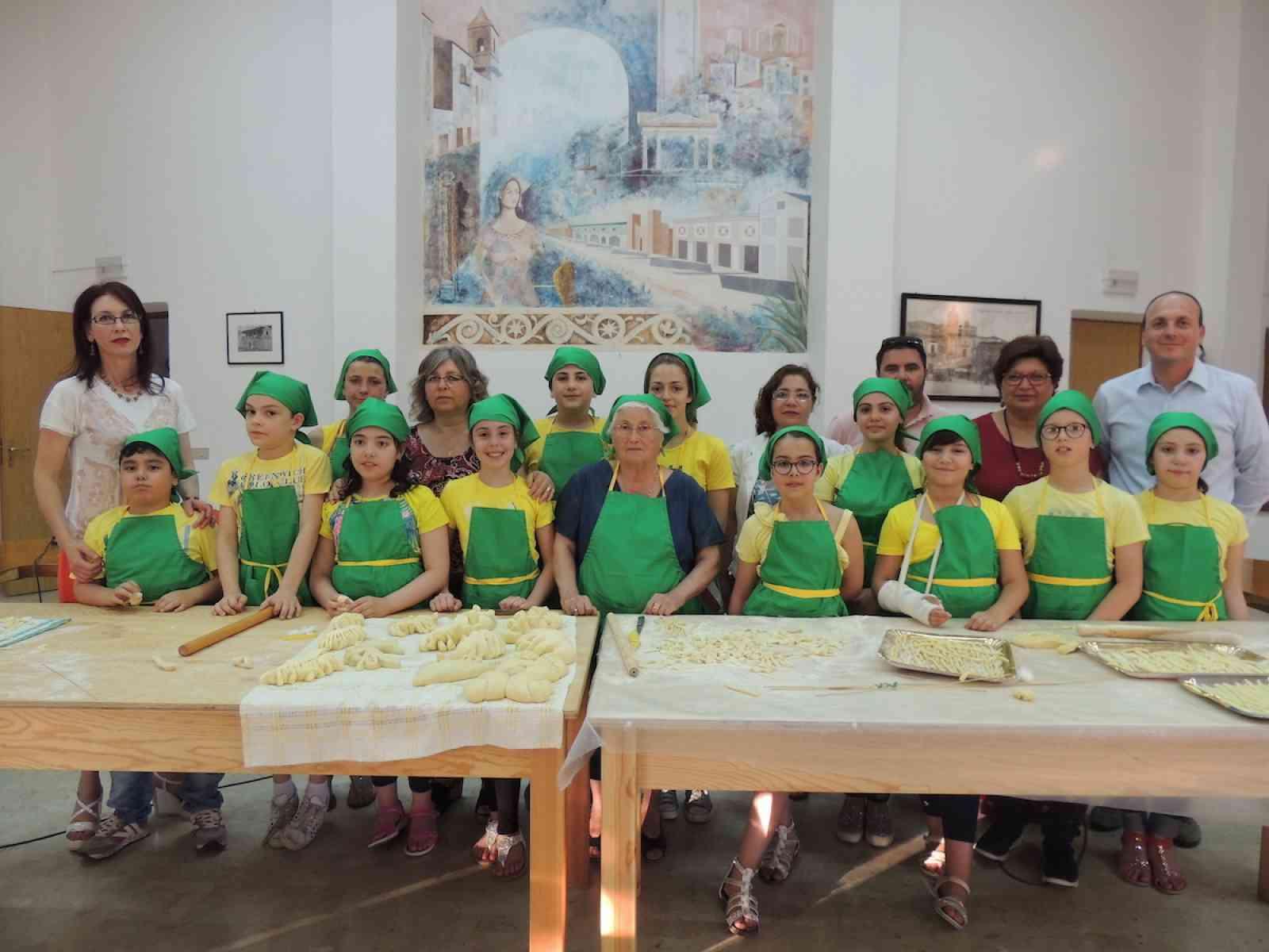 """15 alunni delle scuole di Poggioreale per il saggio di fine corso del progetto: """"Cucina tradizionale poggiorealese"""""""