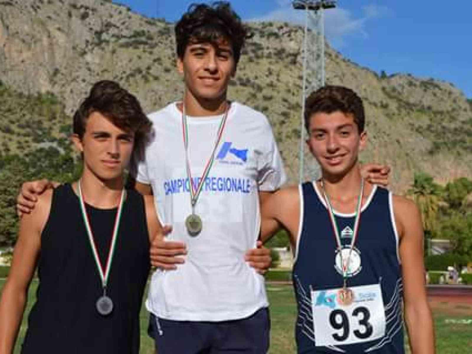Salaparuta. Il giovanissimo Bruno Salvagio è campione regionale sui 300 ad ostacoli