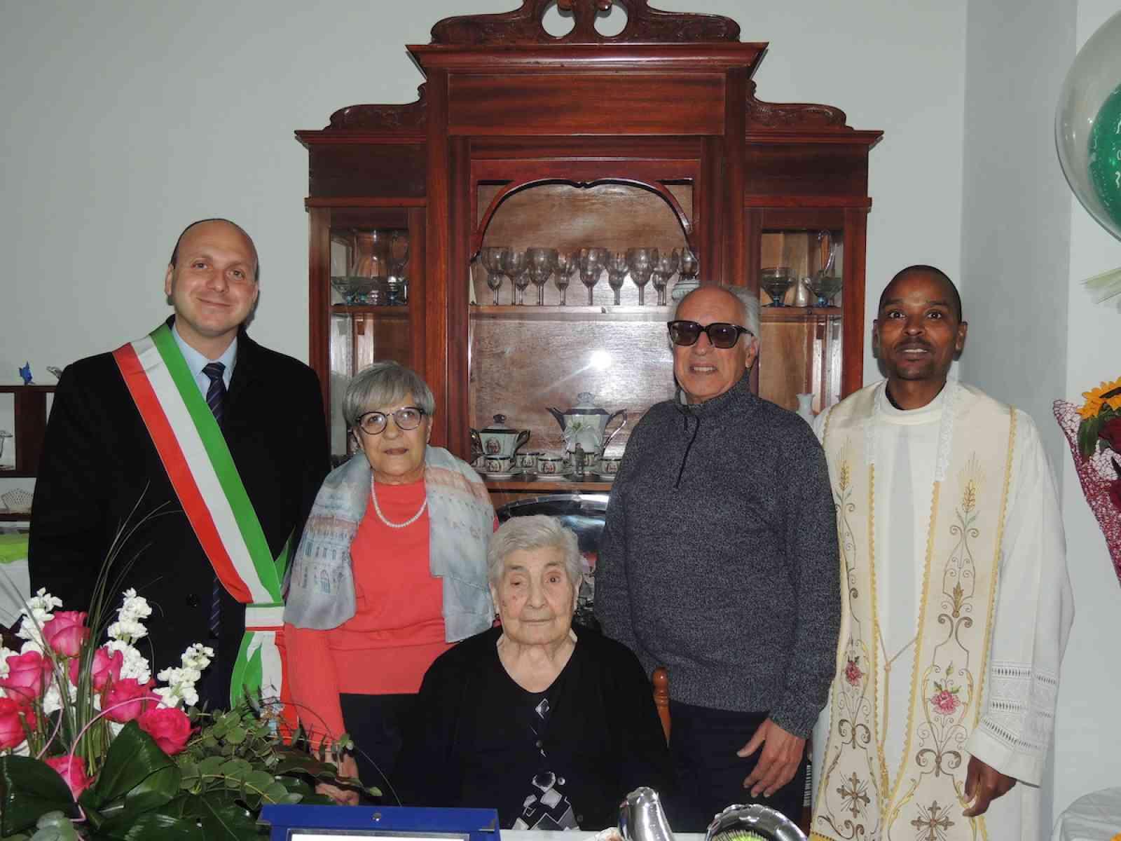 Poggioreale festeggia i 100 anni di Antonina Salsiccia