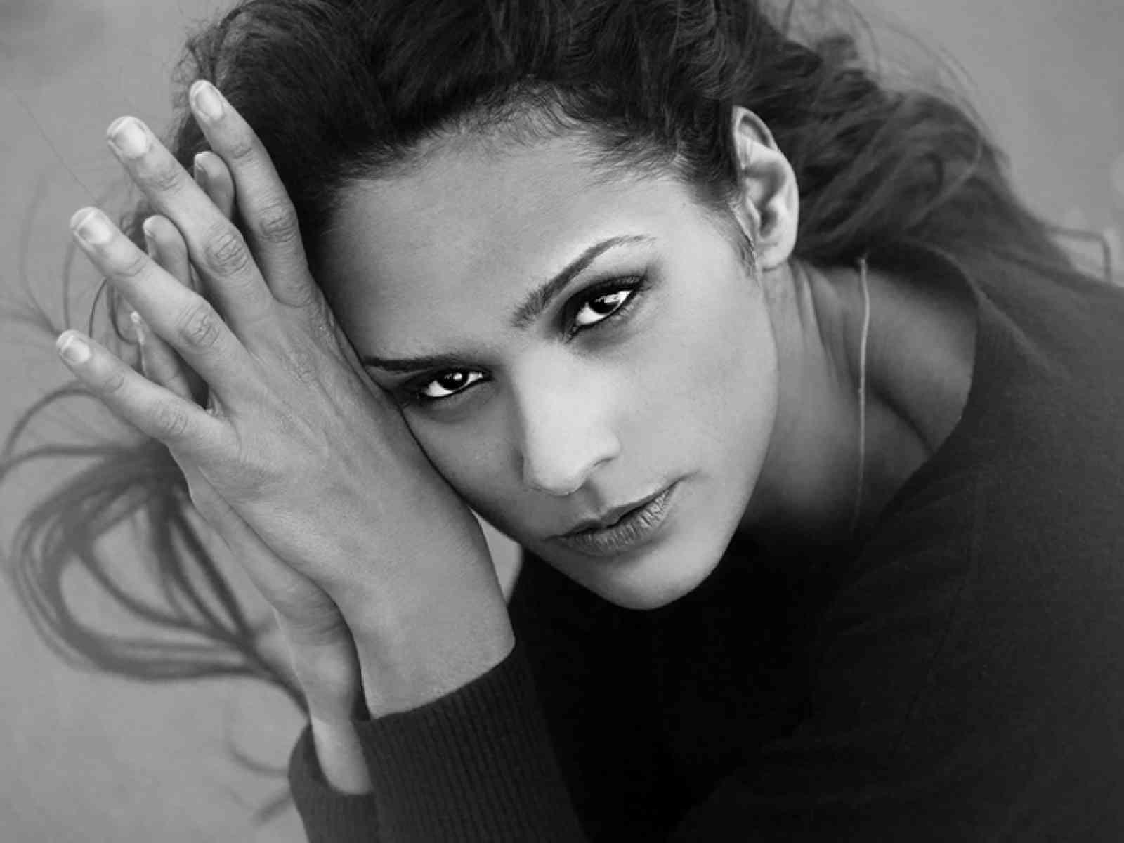 """Menfi. Il 27 marzo uscirà il 2° singolo di Deborah Italia: """"La bufera degli amanti"""""""