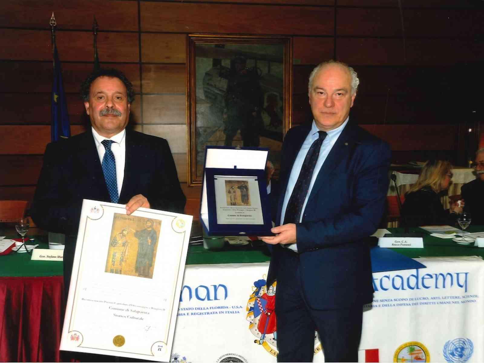 """Il comune di Salaparuta riceve il premio """"Capitolino d'oro omaggio a Ruggero II"""""""