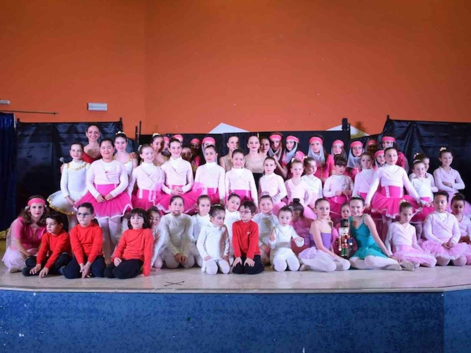 """Applausi per i 50 """"baby ballerini"""" della scuola di danza Les Etoiles di Salaparuta"""