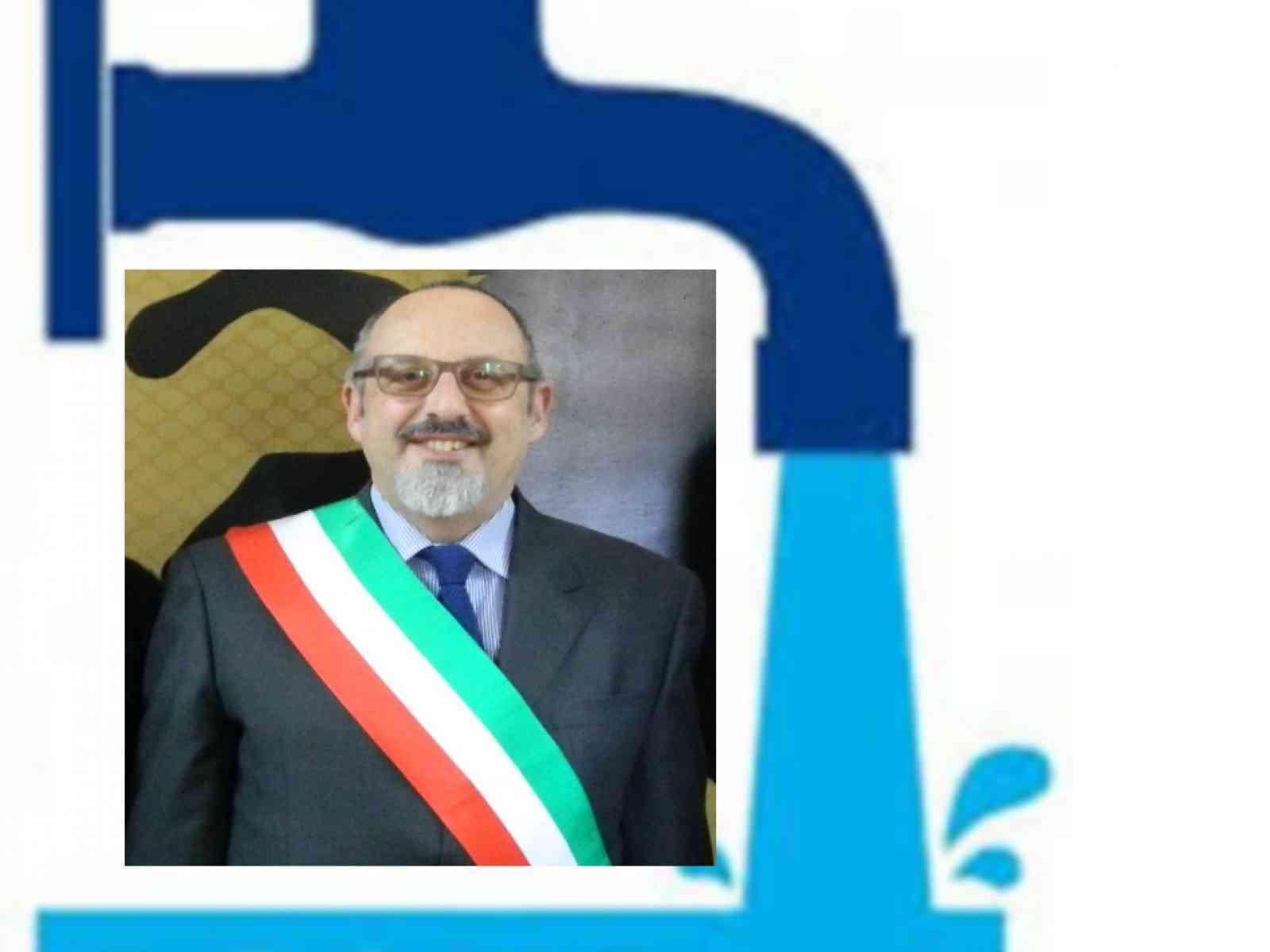 """""""NO ACQUA , NO VOTO!"""".  Per l'acqua pubblica, clamorosa iniziativa del Sindaco di Santa Margherita di Belice, Franco Valenti."""