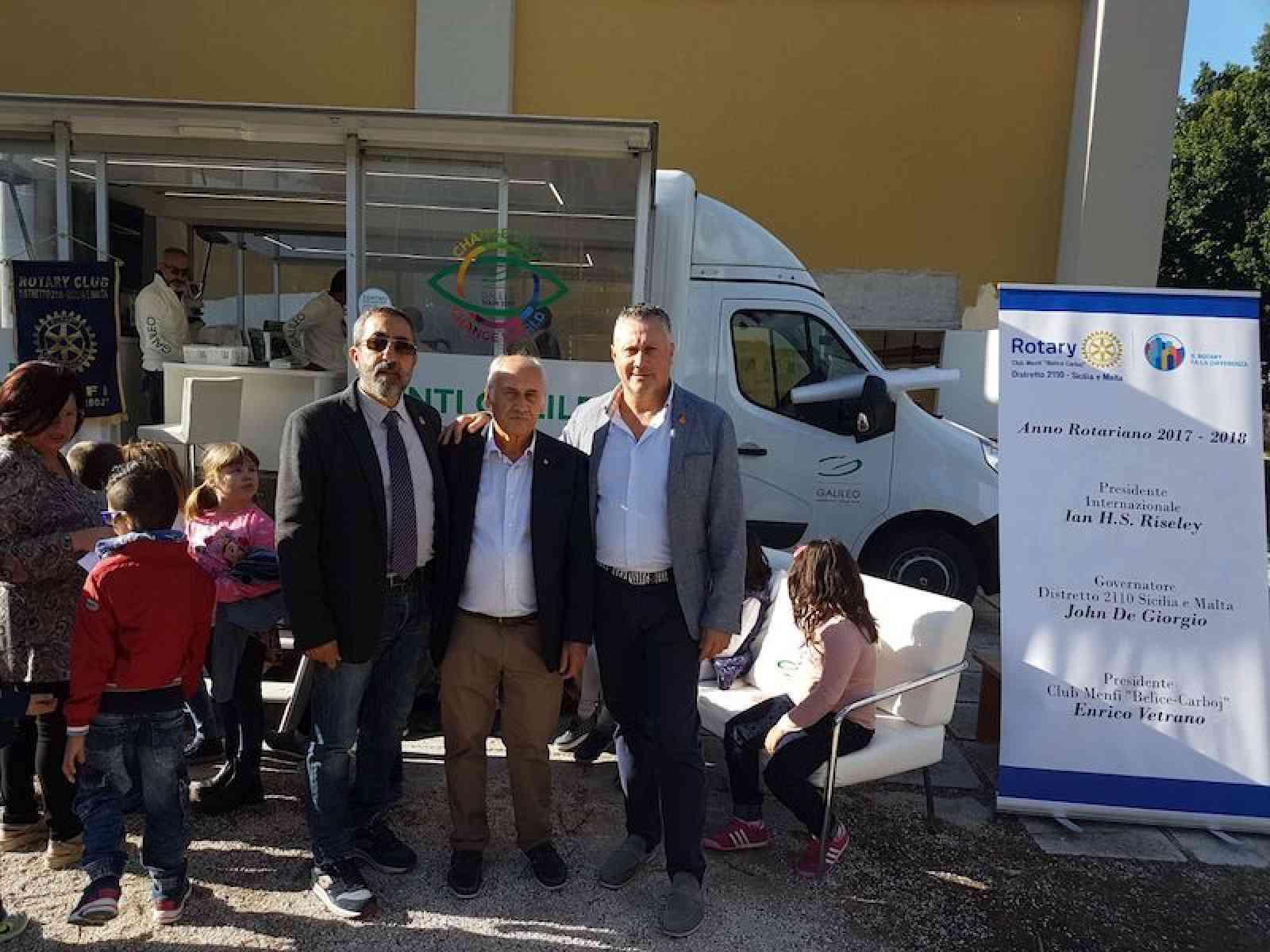"""Menfi. Screening visivo gratuito per gli alunni: """"Occhio ai più piccoli"""", successo dell'iniziativa Rotary"""
