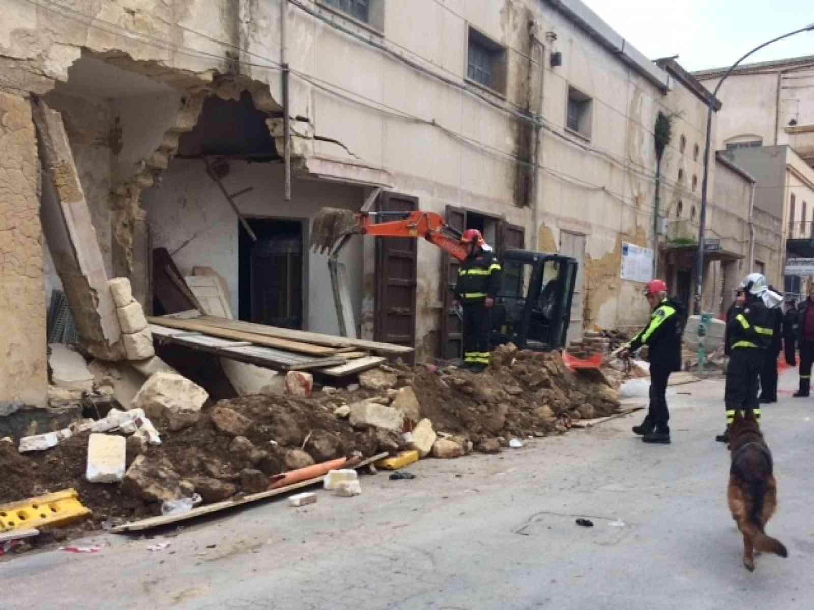 Crolla cinema a Campobello, feriti tre operai di Sambuca