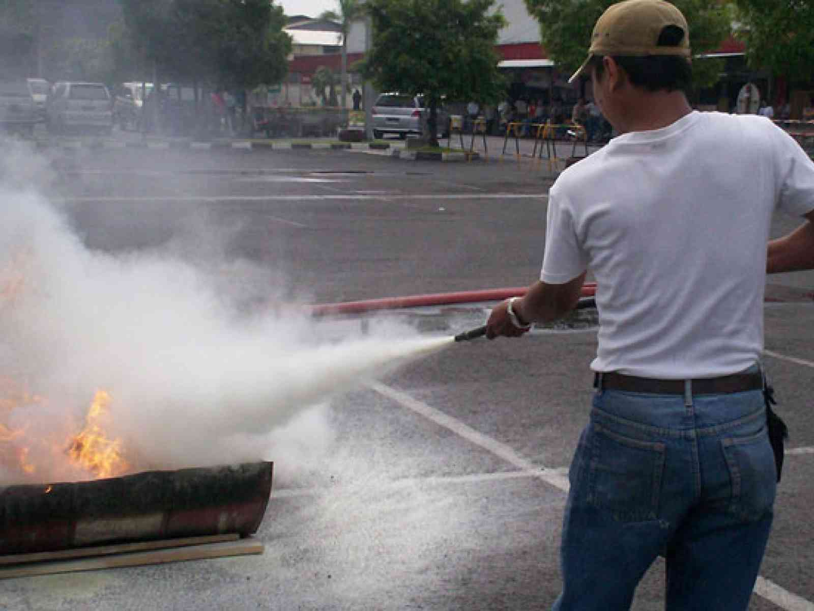 Menfi. Doveva comprare il pesce a Sciacca ma il furgone si incendia. Bruciati anche 3000 euro