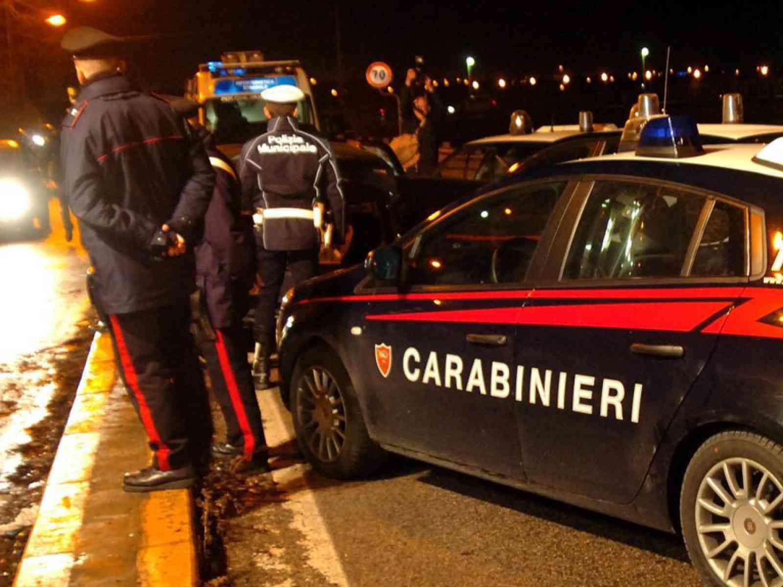 Pulmino da Menfi con turisti a bordo si scontra con una smart sulla strada per Castelvetrano
