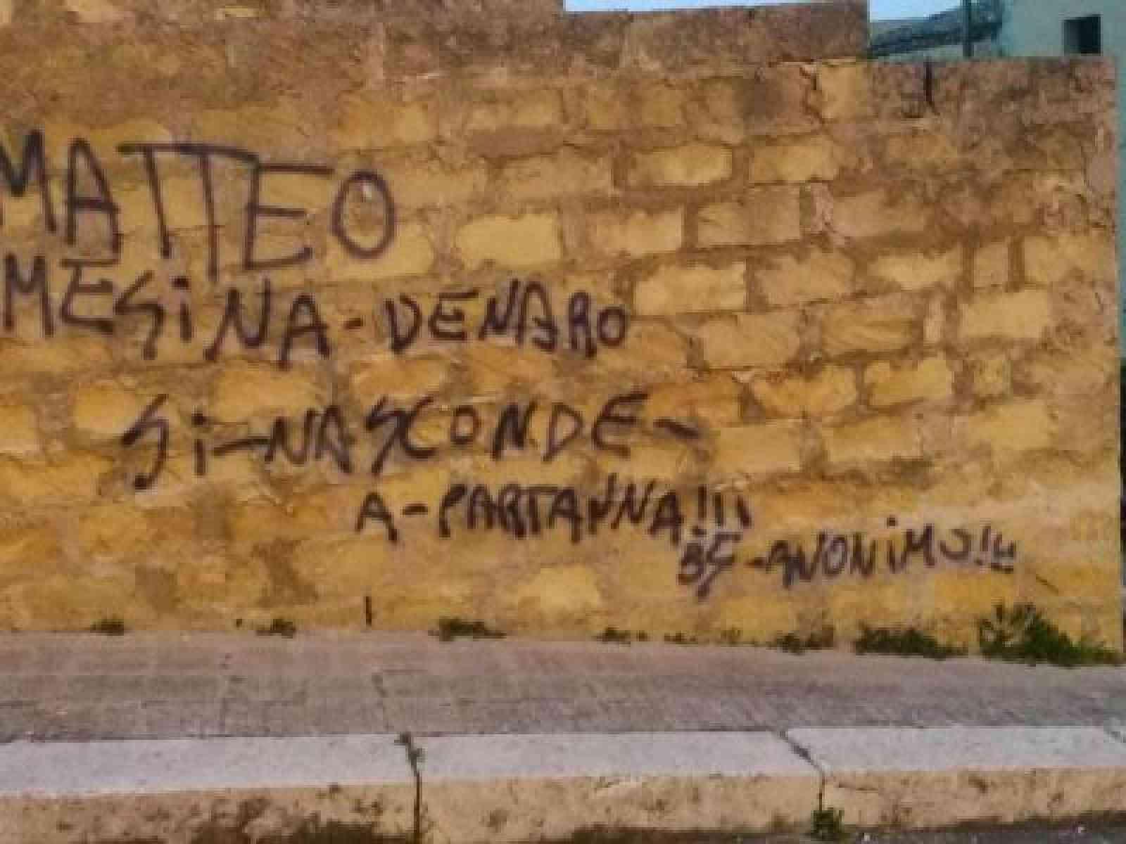 """La scritta sul muro che insospettisce: """"Matteo Messina Denaro si nasconde a Partanna"""""""