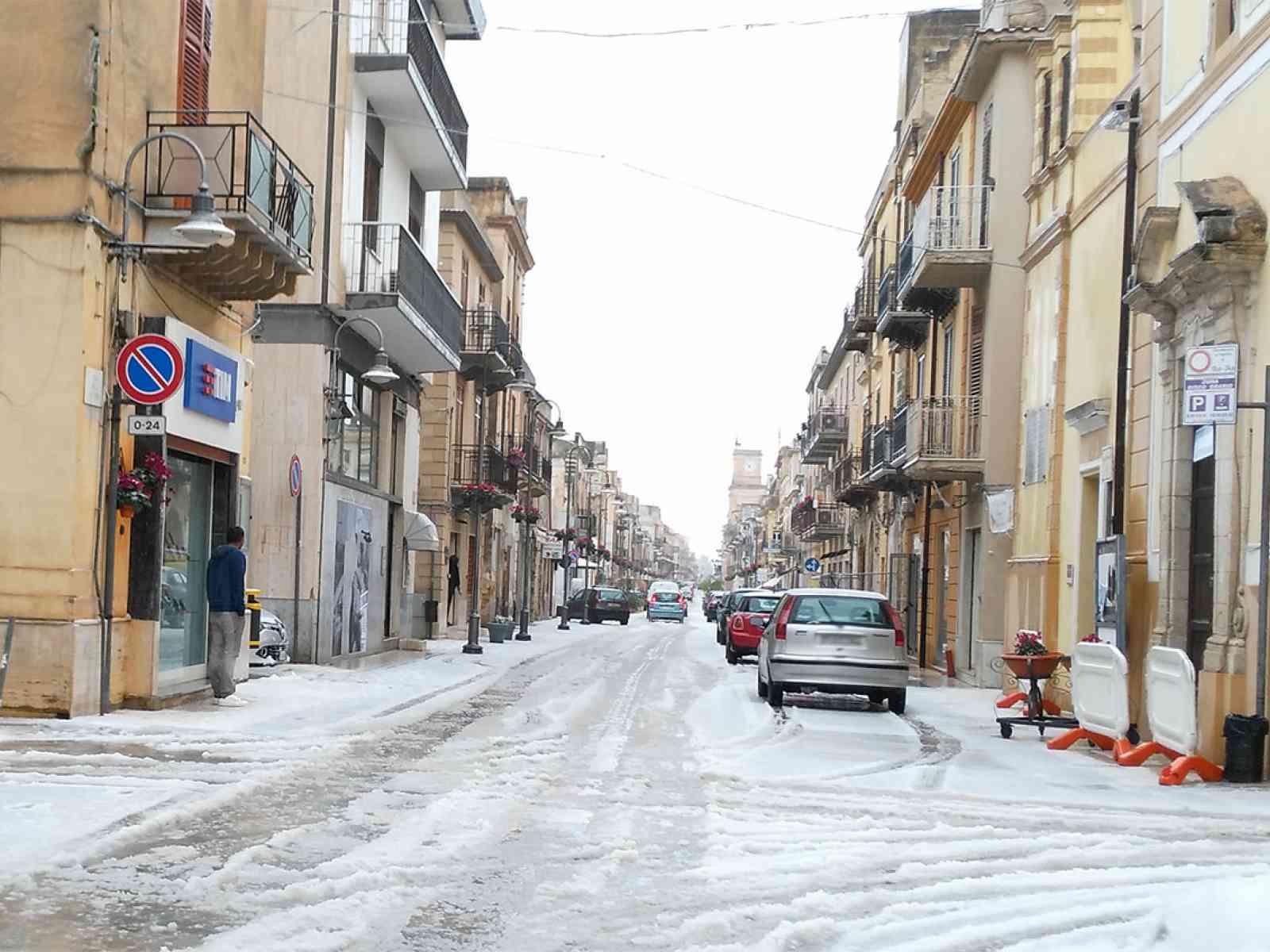 Ghiaccio e neve. Menfi, Montevago e Santa Margherita ritornano bianche