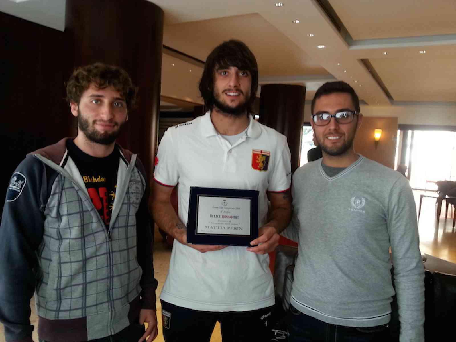 Il Genoa Club di Salaparuta premia il portiere rossoblu Mattia Perin