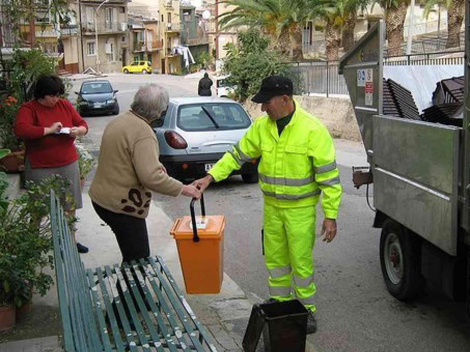 Menfi. Problemi all'impianto di compostaggio di Sciacca, la raccolta dell'umido slitta al 29
