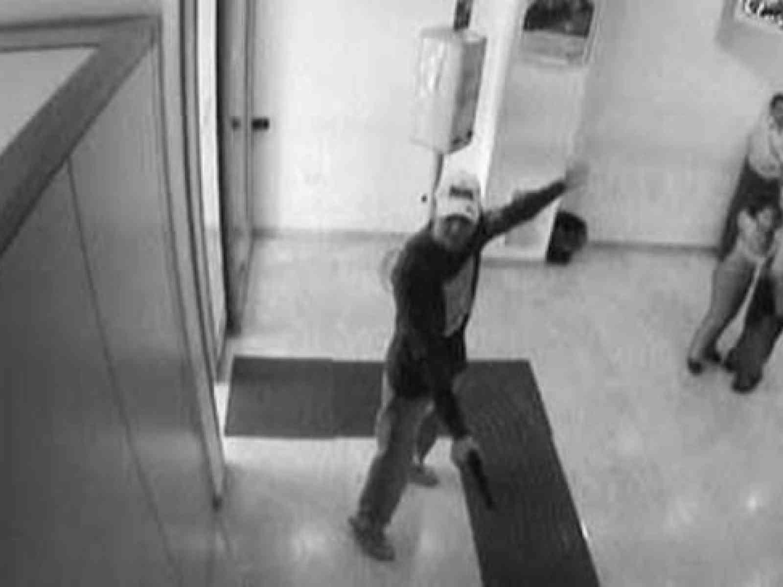 Menfi. Uomo mascherato tenta una rapina al Banco di Sicilia