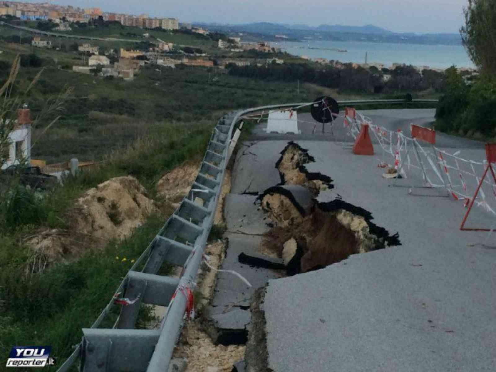 Frana parte della strada Sciacca - Menfi